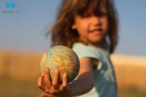 How to Choose between International And Domestic Adoption?